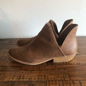 Universal Thread Shoes - Universal thread boots size 11